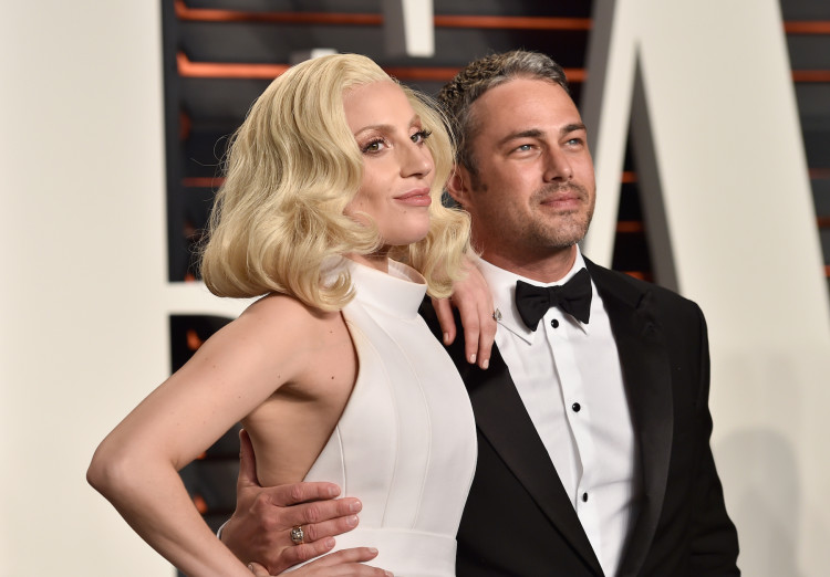 BEVERLY HILLS, CA - FEBRUARY 28: Recording artist Lady Gaga and actor Taylor Kinney attend the 2016 Vanity Fair Oscar Party Hosted By Graydon Carter at the Wallis Annenberg Center for the Performing Arts on February 28, 2016 in Beverly Hills, California. (Photo by Pascal Le Segretain/Getty Images)