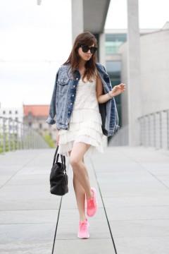neon-sneakers-street-style