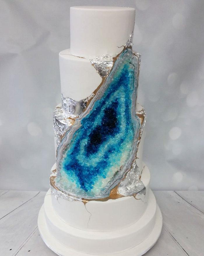 amethyst-geode-wedding-cake-trend
