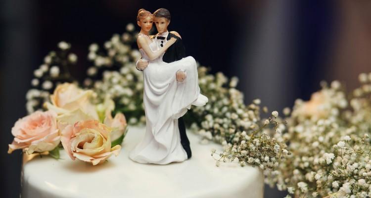c2d93e68e108 Αυτή είναι η νέα μόδα στις τούρτες γάμου και θέλουμε μια τώρα ...
