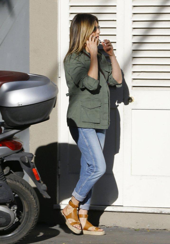 1Jennifer-Aniston-Wearing-Soludos-Espadrille-Sandals
