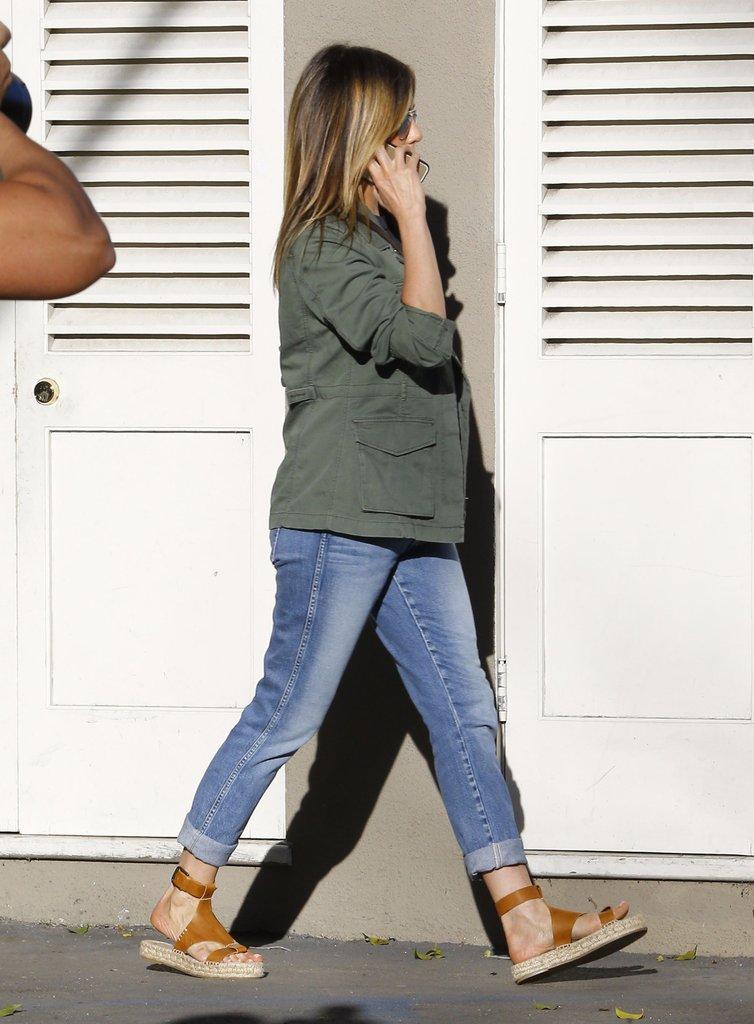 Jennifer-Aniston-Wearing-Soludos-Espadrille-Sandals