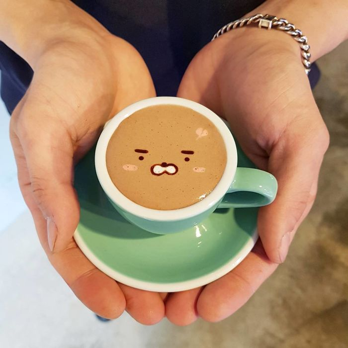 Artistic-barista-from-korea-who-draws-art-on-coffee-5912bed1b7e50__700