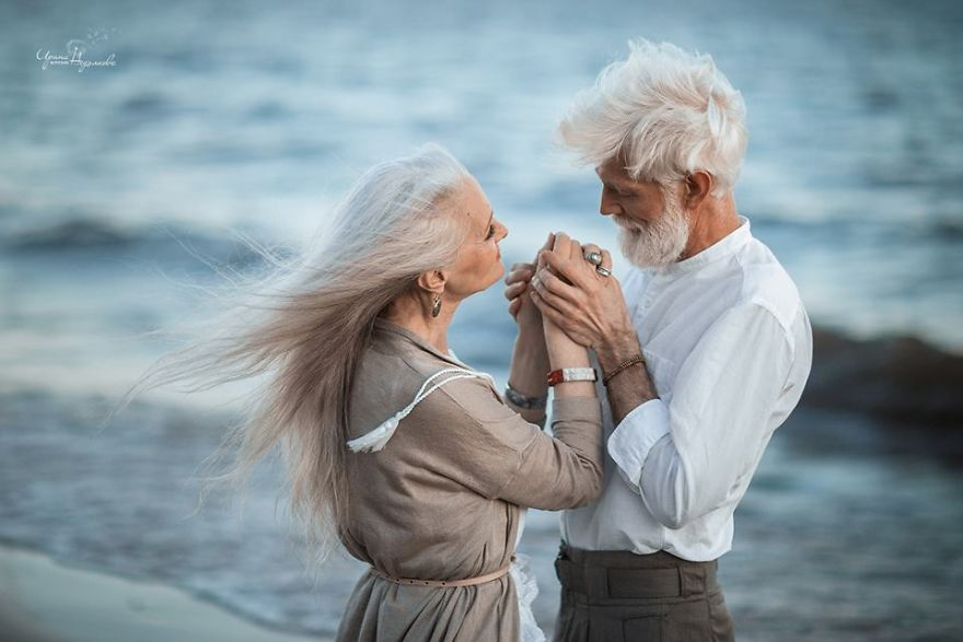 Russian-photographer-makes-wonderful-photos-with-an-elderly-couple-showing-that-love-transcends-time-597104c3e5d64__880
