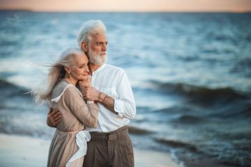 Russian-photographer-makes-wonderful-photos-with-an-elderly-couple-showing-that-love-transcends-time-5971bbf7bb530__880