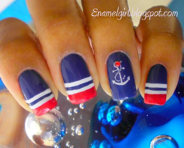 nails-navy-anchor