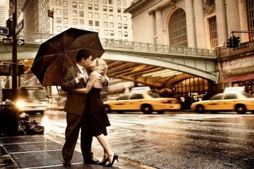 Beautifil-Couple-in-rain-love-kiss
