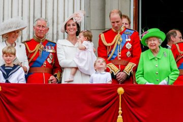 landscape-1482164940-royal-family-2016