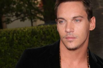 LOS ANGELES, CA - APRIL 20:  Actor Jonathan Rhys Meyers arrives at the premiere of 'The Soloist' on April 20, 2009 in Los Angeles, California.  (Photo by Jason Merritt/Getty Images) *** Local Caption *** Jonathan Rhys Meyers