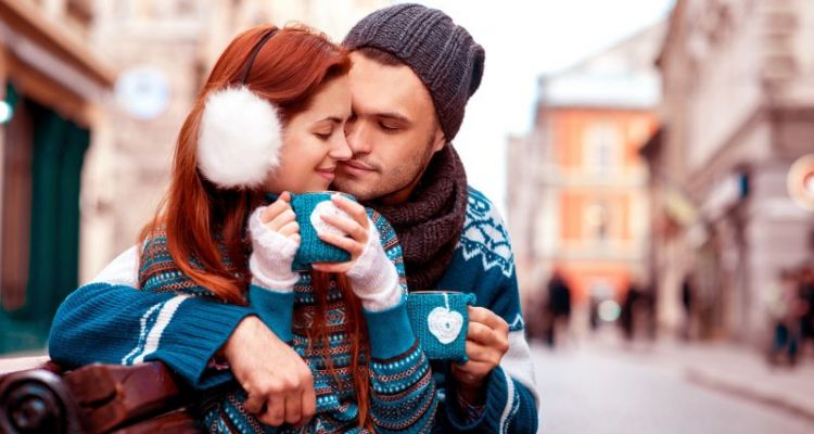 Romance-Couple-in-Love-Drinking-Images