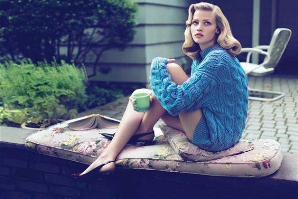 Lara-Stone-Sweater-Girl-beautiful-Vogue-photoshoot