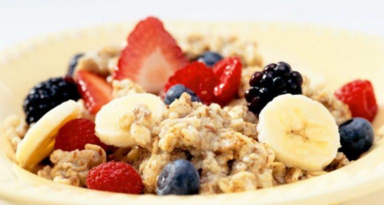 3 συνταγές με βρώμη για να ανανεώσεις το πρωινό σου  476276a8b8a