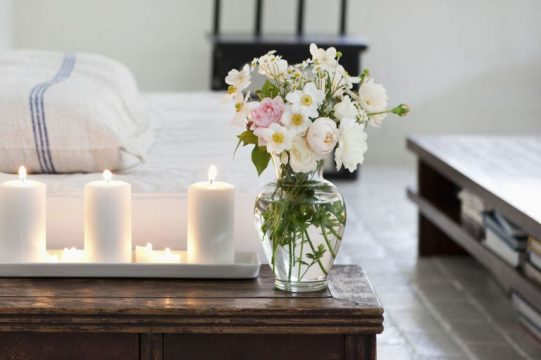 gallery-1490365080-lit-candles-and-bouquet-in-living-room