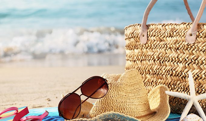 5-awesome-essentials-to-pack-in-your-beach-bag-feature