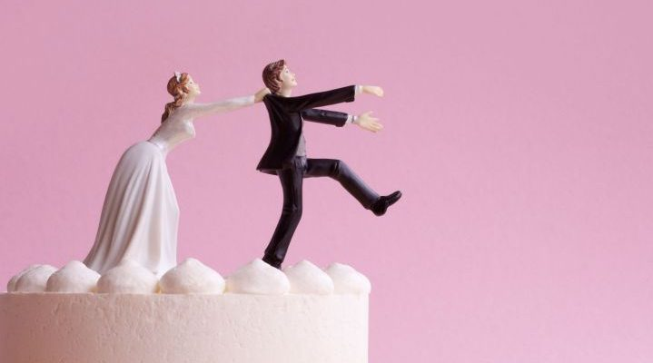 Wedding Cake Figurines, Bride Grabbing Runaway Groom.   BDJD9G