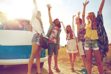 friends-on-holiday-1156741_w650h443