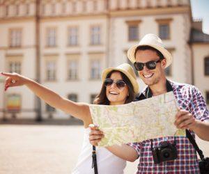 travel-couple-city