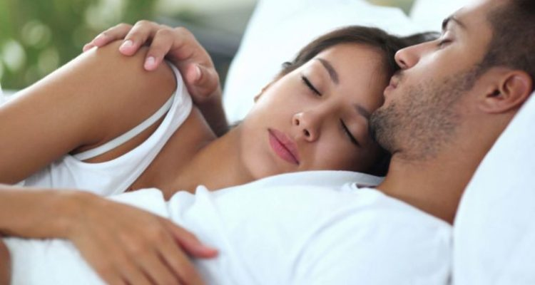 06_Chest_Sleep-Positions-for-Couples-and-What-They-Reveal-About-Your-Relationship_iStock_66058051_LARGE-760x506
