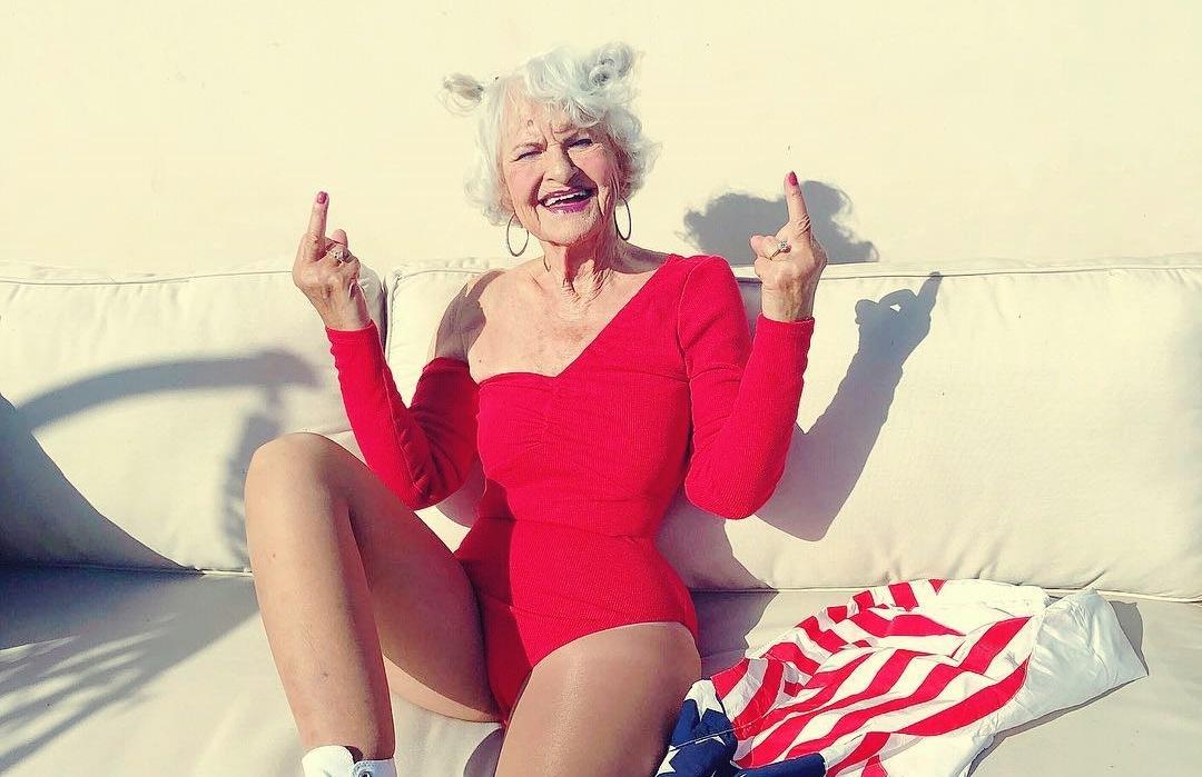 cool γιαγιά