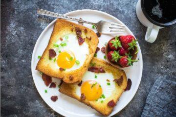ψωμάκι με αυγό στη μέση
